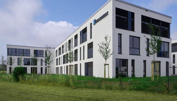 Goldbeck GmbH Koblenz Baureinigung Baugrobreinigung Bauzwischenreinigung Baufeinreinigung Glas-, Fenster- & Fassadenreinigung Entsorgung von Bauschutt Entfernung von Folien & Aufklebern
